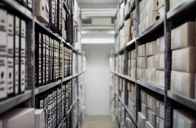 Qual a diferença entre documentos e registros na indústria de construção?