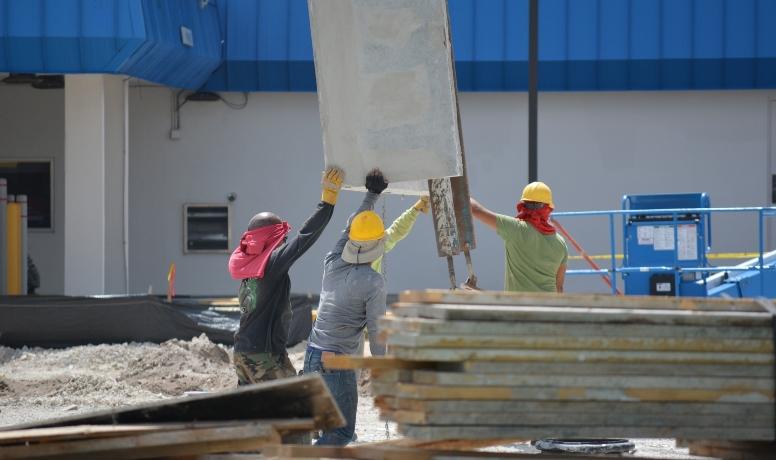 O Descarte de entulho está entre as principais responsabilidades das empresas de construção civil, o descarte incorreto pode acarretar em multas. Saiba mais!